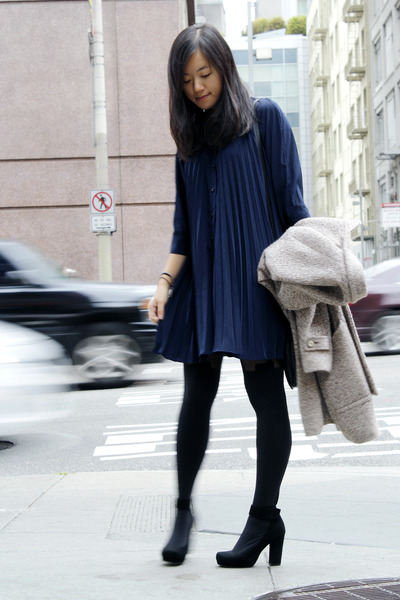 blue-the-whitepepper-dress-eggshell-zara-coat-black-tights_400