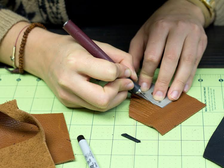 Αφιέρωμα δέρμα  τα πιο stylish χειροποίητα αξεσουάρ και κοσμήματα ... 1961d245562