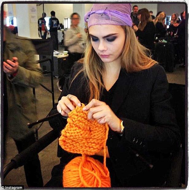 knitting_cara_