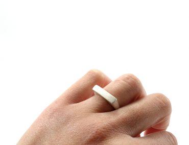 Δείξε μου σε ποιο δάχτυλο φοράς το δαχτυλίδι σου 9ca95077a70